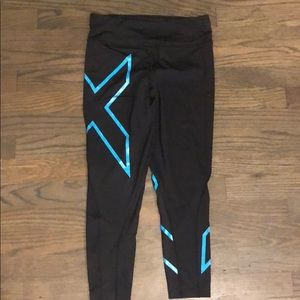 2xu Mid rise compression 3/4 tights! Like new!